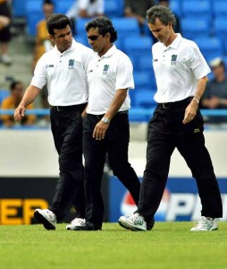 Billy Bowden (right) and Assad Rauf (center) have been dropped from Elite Panel
