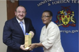 Guatemala's Minister of Foreign Affairs, Luis Fernando Carrera Castro, accepting a gift from Minister of Foreign Affairs and Foreign Trade, Senator Maxine McClean.