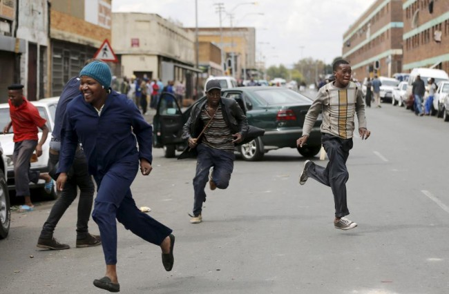 Locals run after trying to rob a foreign motorist in Johannesburg.