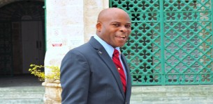 Jones should go one way or the other, says Hinkson